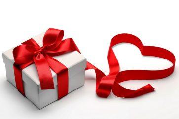 valentine-valentines-day-romantic-heart-gift-love-box-present-belt-boxes-bow-1024x683